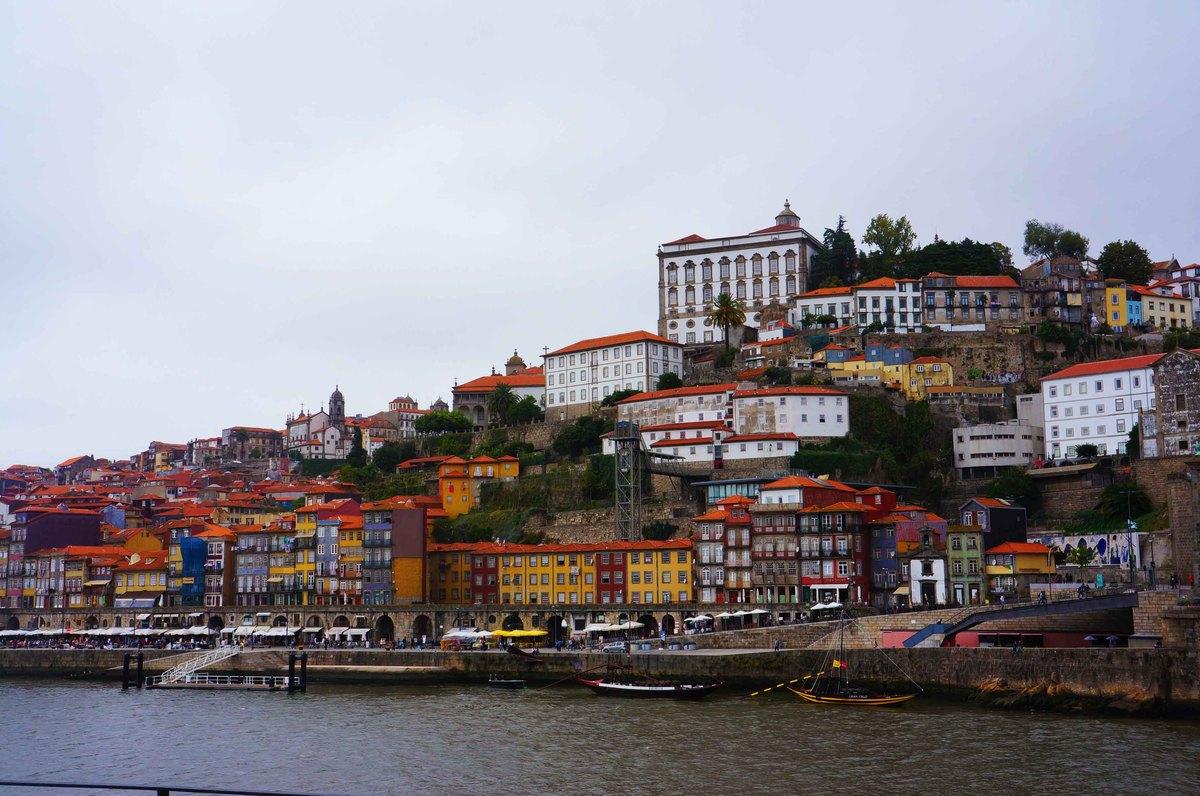Centro histórico de Oporto desde el río Duerdo