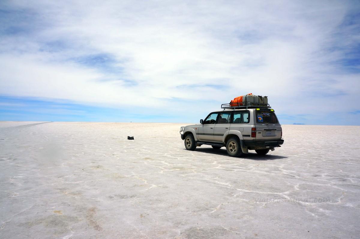 Aparcamiento en el desierto de sal