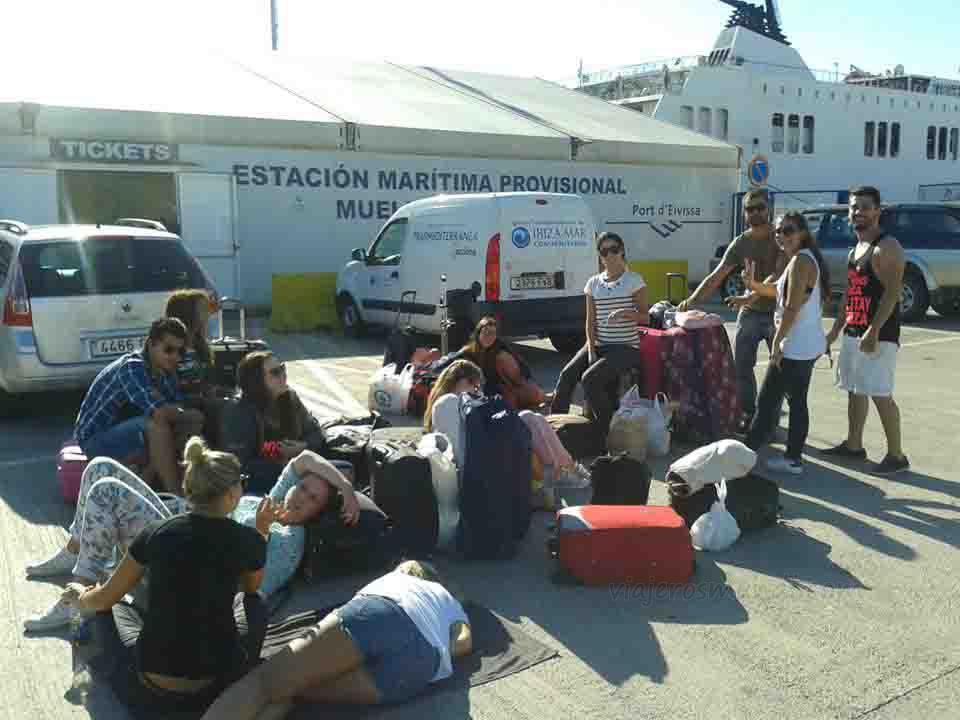 Aguardando al ferry en Ibiza