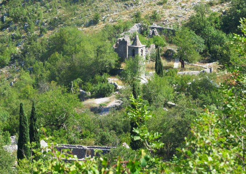 Las antiguas ruinas del pueblo Karanikici