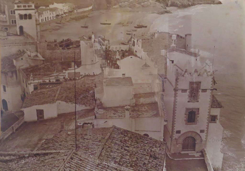 Foto antigua del Palau Maricel y la playa de Sant Sebastià