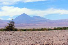 San Pedro de Atacama custodiado por el volcán Lascar