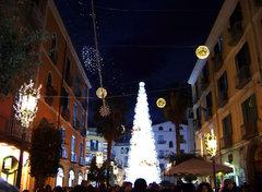 Árbol de Navidad, luces navideñas Salerno