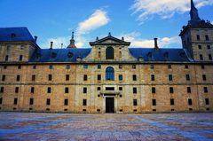 Fachada principal del Monasterio de El Escorial, España