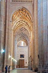 Pasillo interior de la catedral de Segovia