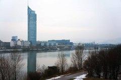 Centro financiero de Viena junto al Danubio