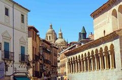 Segovia y su catedral al fondo