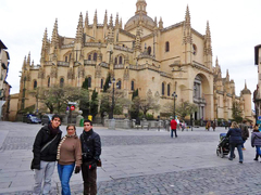 Frente a la Catedral de Segovia