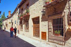 Calle típica de Pedraza, España