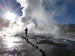 Caminando Por parque geotérmico El Tatio
