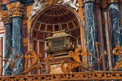 Retablo y reliquias en la catedral de Segovia