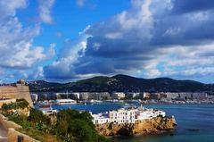 Vista de Ibiza desde su centro histórico