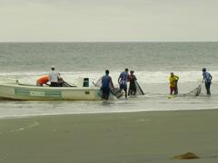 Pesqueros en Mompiche, Ecuador