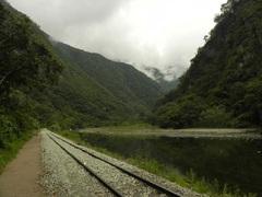 Por las vías del tren, camino a Machu Picchu