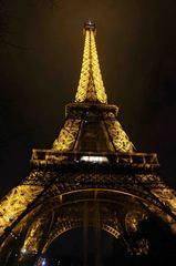 Vista nocturna de la torre Eiffel