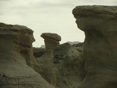 Extrañas formaciones rocosas en Valle de La Luna