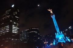 Vista nocturna del Ángel de la Independencia