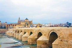 Puente de Córdoba y su mezquita al fondo