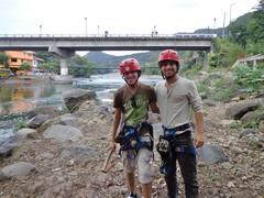 Mi amigo Daniel y yo después de la tirolesa