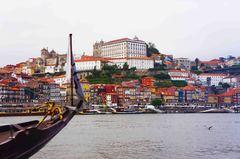 Vista del centro histórico de Oporto desde el río Duero