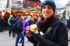 Un bratwurst en el Mercado navideño de Heidelberg