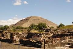 Otra vista de la pirámide del Sol