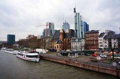 Skyline de Frankfurt desde el río Main