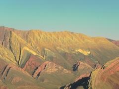 Hornocal, cerro de los 14 colores