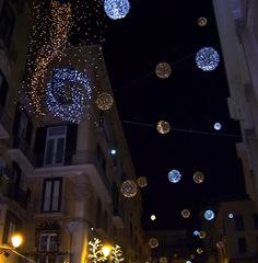 Luces navideñas en proximidad de la catedral Salerno