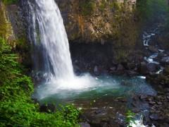 Vista de la cascada desde el nivel del río