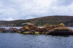 Pequeños islotes del Titicaca