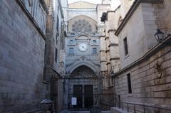Puerta del reloj en la Catedral de Toledo