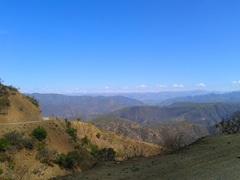 Camino empedrado hacia Cochabamba