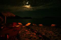 La luna y el mar en la bahía