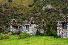 Ruinas vistas en el trekking hacia la laguna 69