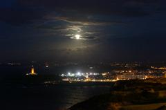 Vista nocturna de La Coruña desde el Monte de San Pedro