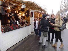 Mercado navideño en Los Campos Elíseos, París
