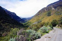 Vista del valle de trekking a la Laguna 69