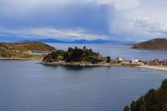 Vista de la ensenada desde lo alto de la isla del Sol