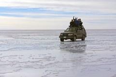 De regreso a Uyuni, caminando sobre el agua