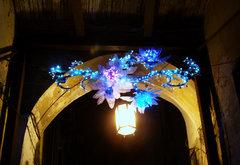 Arco con flores luminosas