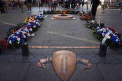 Flama al soldado desconocido, Arco del Triunfo, París