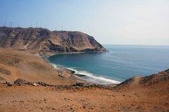 Vista de la costa del sur limeño