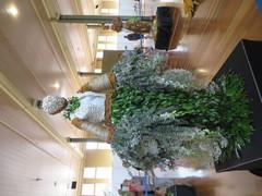 Escultura con flores