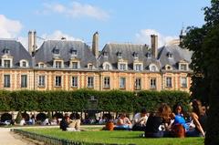 Plaza de los Vosgos, París