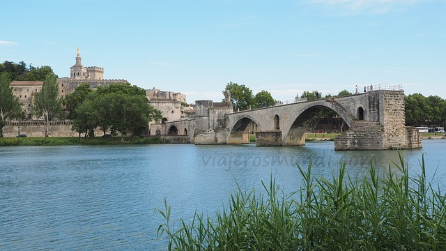large.pont-saint-benezet-1521553_640.jpg.50a2ce2c6ccb659b080ce7e8e590a004.jpg