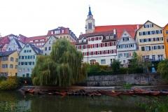 Vista del centro de Tübingen desde el río Neckar