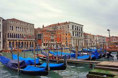 Góndolas en el Gran Canal de Venecia