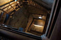Interior de la Torre de Asinelli en Bolonia