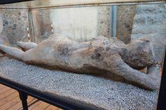 Un cuerpo petrificado en Pompeya